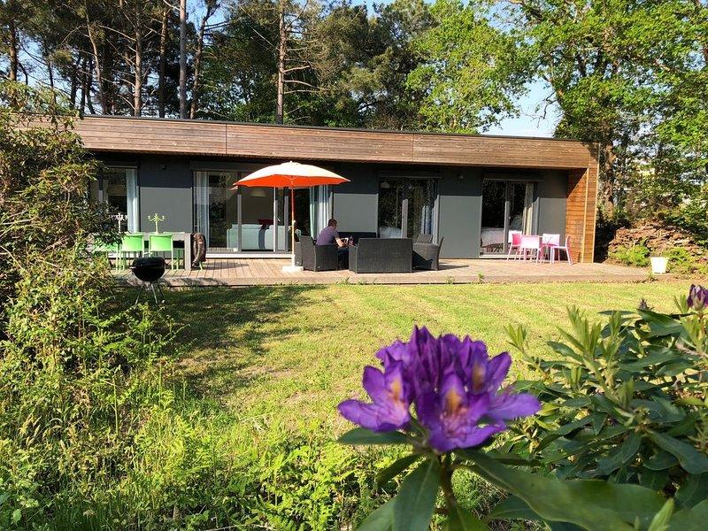 la maison de Marine b est une maison neuve contemporaine située sur un golf., holiday rental in Clohars-Fouesnant