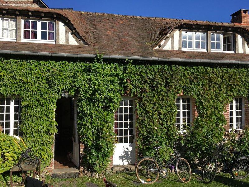 MAISON DE CHARME AU CENTRE DE VEULES LES ROSES, holiday rental in Angiens