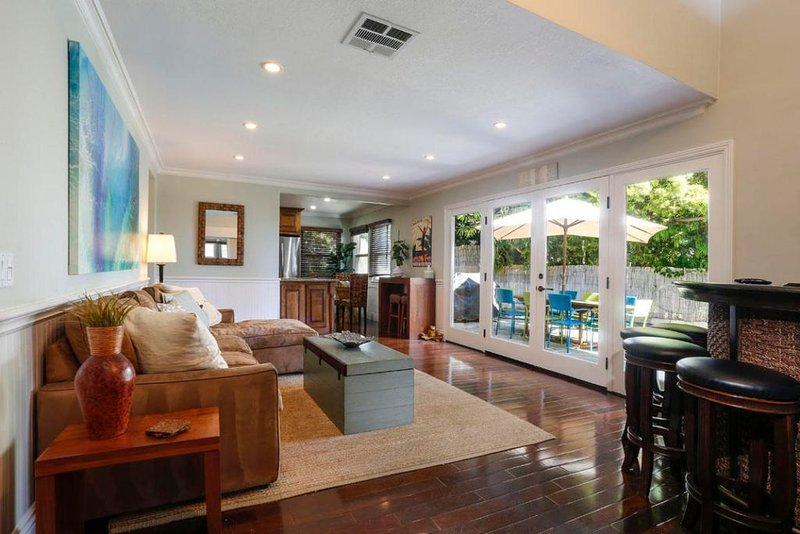 Close to Beaches & Downtown / 5 Star Reviews / Great Home for Family Friends Pet, vacation rental in Santa Barbara