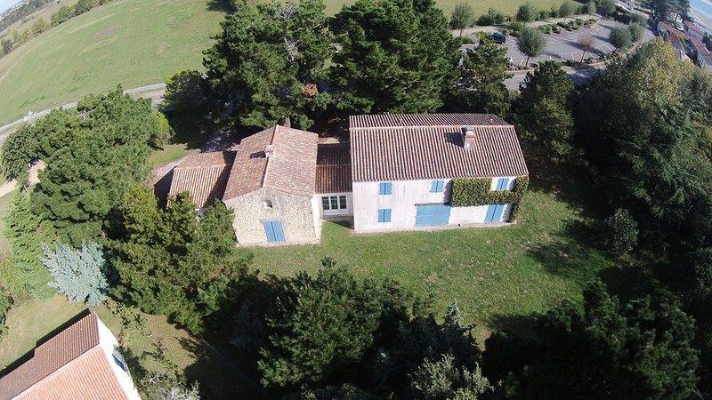 maison familiale à 150m de la plage plein sud, holiday rental in Saint-Hilaire-la-Foret