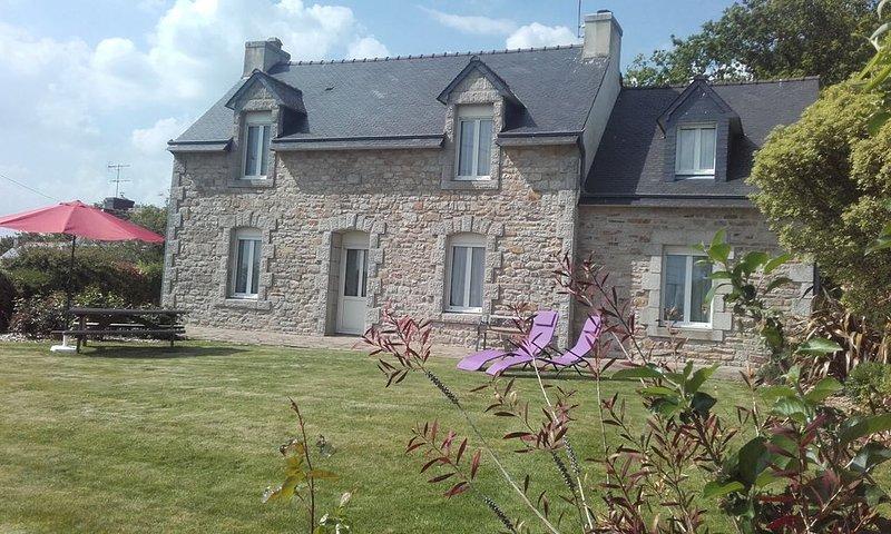 Maison bretonne  Finistère sud, à la campagne , calme, indépendant, wifi, location de vacances à Leuhan
