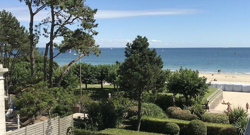 Esplanade Benoit La Baule -Appt 4 couchages -belle vue mer latérale, vacation rental in Loire-Atlantique