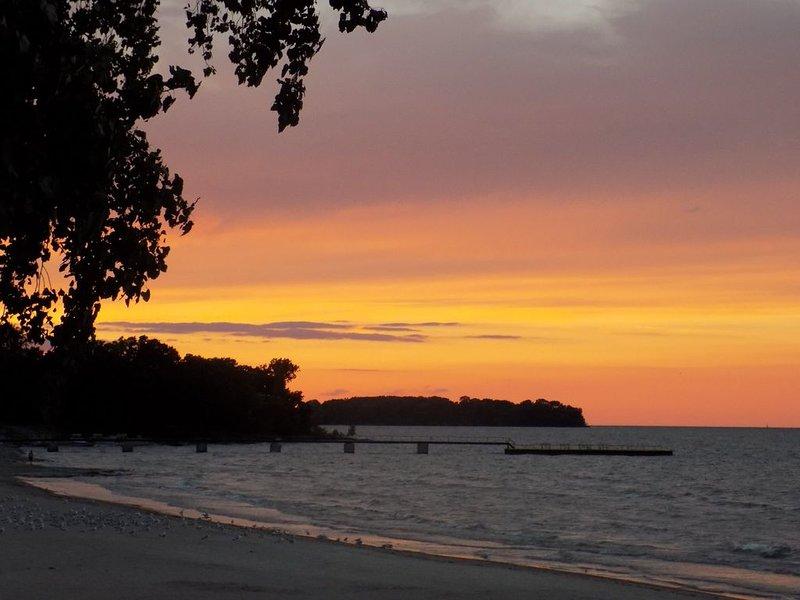 Charming Gem Beach, Catawba Island Condo- Beachfront!, casa vacanza a Marblehead