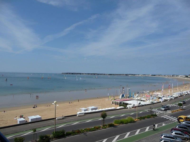 Beau T2 face mer, étage élevé, immeuble de standing, proche av. de Gaulle, wi-fi, holiday rental in La-Baule-Escoublac