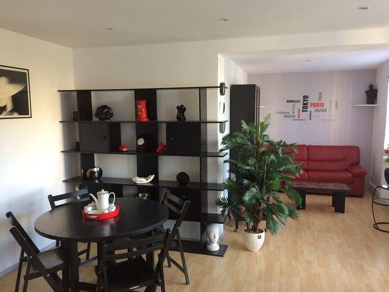 Grand appartement spacieux et lumineux, alquiler vacacional en Longueville