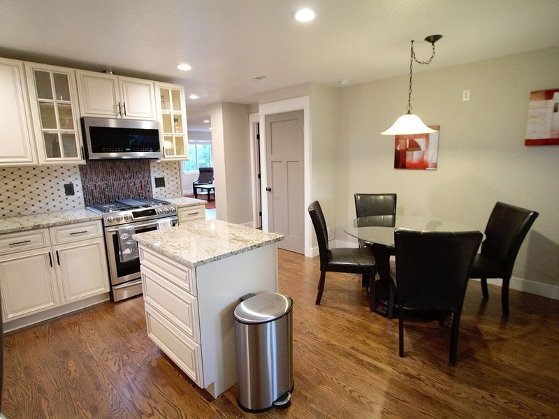 Beautiful 2 Bedroom Denver, West Highland, holiday rental in Wheat Ridge
