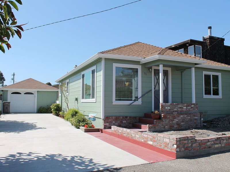 Adorable Beach Cottage only a block to the beach and a short walk to downtown, alquiler de vacaciones en Cayucos