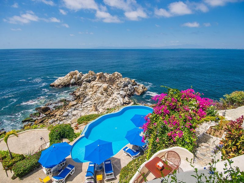 VILLA MIA, (OWNER DIRECT CONTACT) 15 BDR OCEANFRONT, vacation rental in Puerto Vallarta