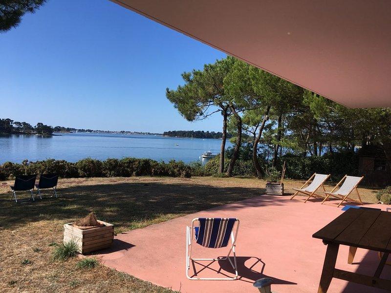 Maison d'architecte de plain pied avec vue panoramique sur le golfe du Morbihan, vacation rental in Baden