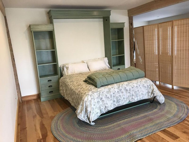 Private studio in renovated barn amongst the apple trees of Hope Orchard, vacation rental in Hope