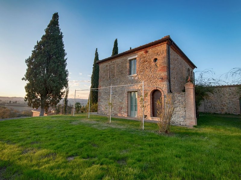 Pienza - Lovely 3BR Apartment in Borgo with fantastic views and fabulous pool., location de vacances à Castelmuzio