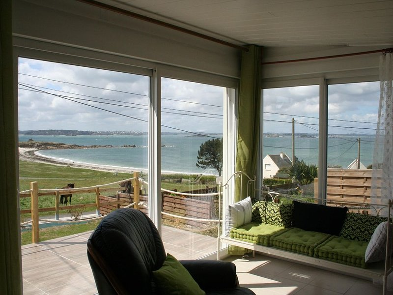 maison vue exceptionnelle mer 2 minutes à pied de la plage et du sentier côtier, vacation rental in Saint-Jean-du-Doigt