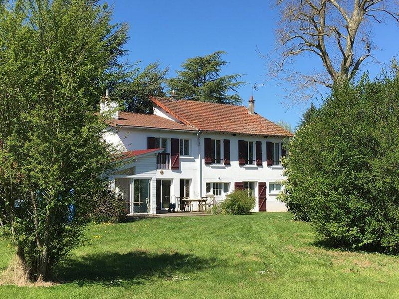 Maison de campagne avec tennis, vélos et activités sportives, aluguéis de temporada em Chevreuse