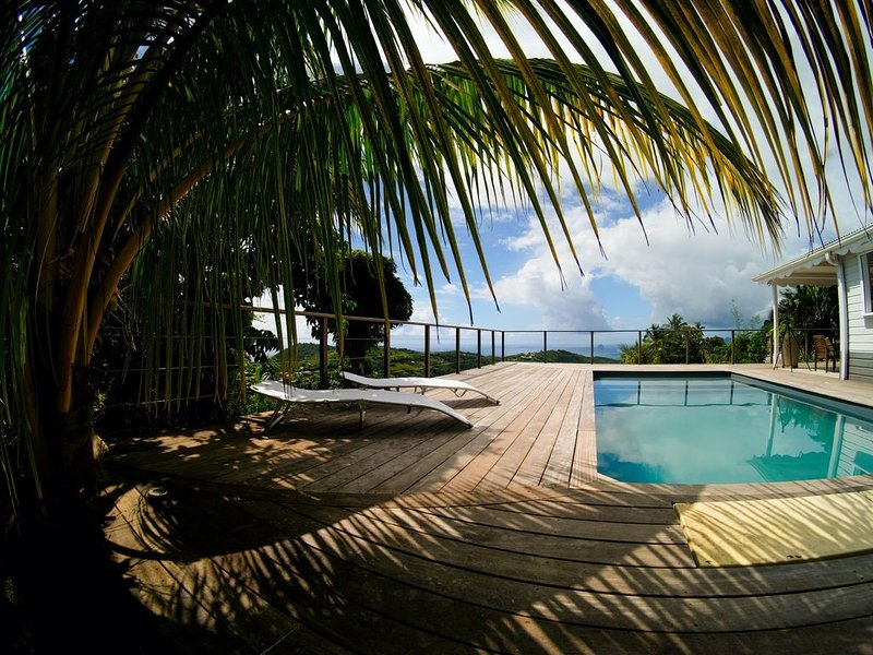 The outdoor living space: a haven of peace in the shade of coconut palms
