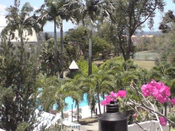 MAGNIFIQUE F4 STANDING DANS RESIDENCE AVEC PISCINE ET TENNIS, holiday rental in Le Diamant