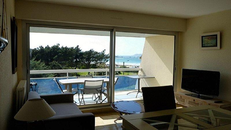 Appartement à deux pas de la plage de trestel, holiday rental in Trevou-Treguignec