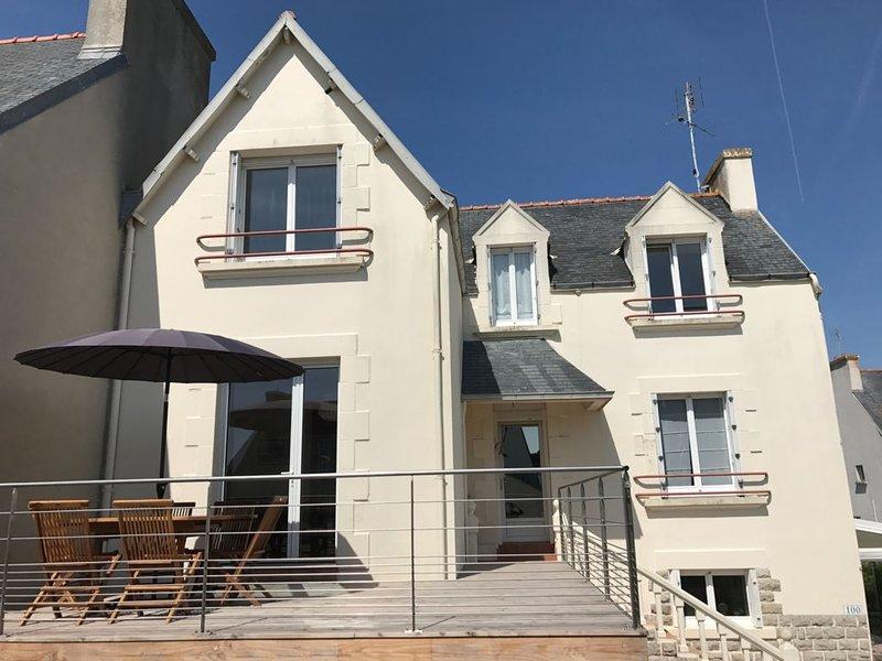 Grande maison rénovée proche des plages et du port, avec terrasse au soleil, location de vacances à Penmarch