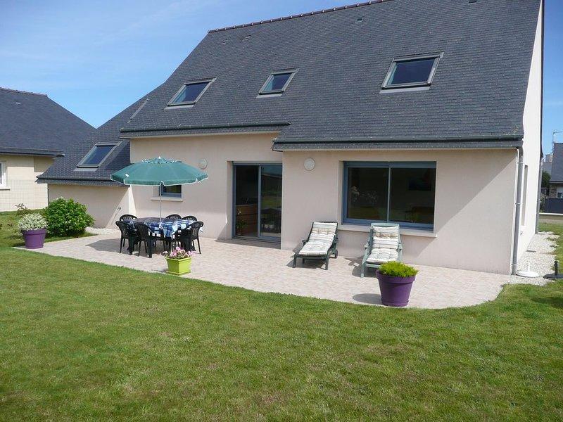 Maison au calme , avec jardin clos, à Perros- Guirec sur la côte de granit rose, location de vacances à Perros-Guirec