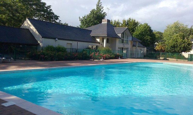 Maison au coeur du golf de PLOEMEL (56400) dans une résidence calme avec piscine, vacation rental in Ploemel