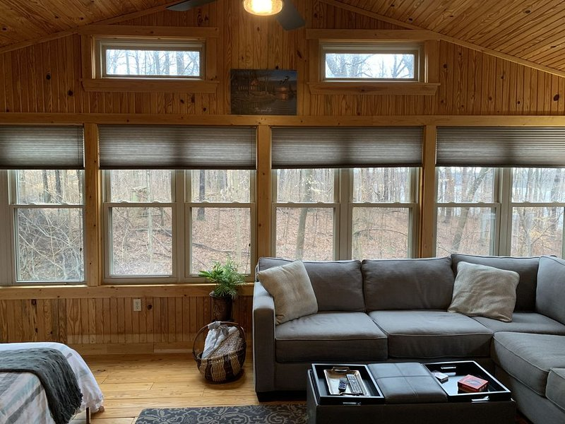 Cowan Lake Retreat is the perfect getaway for the nature lover or just to relax., vacation rental in Hillsboro