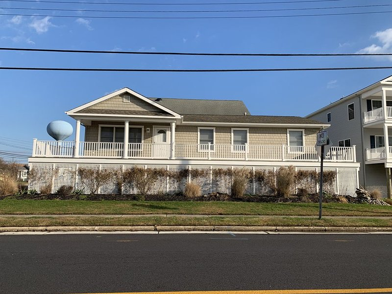 Your Dream Vacation Home! Single Home close to Beach and across from Bay!, holiday rental in Brigantine