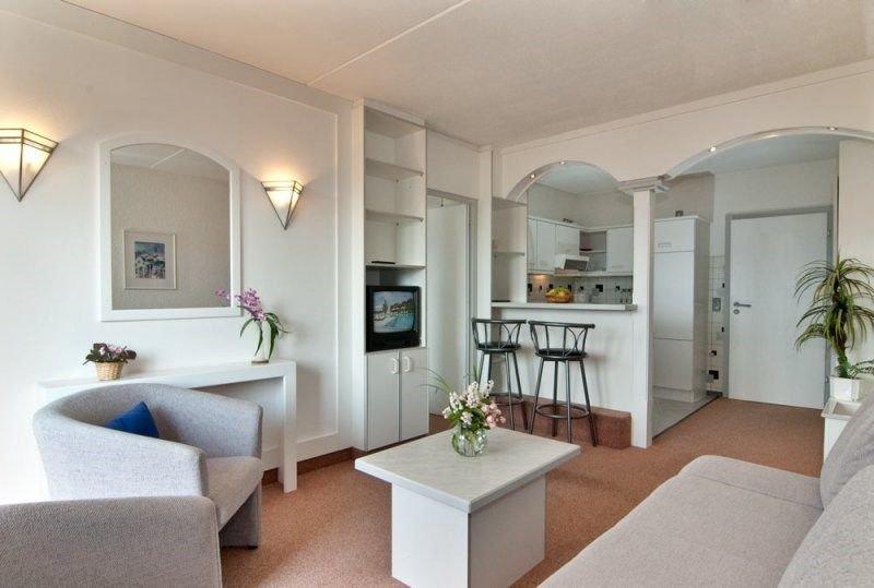 45qm Zwei Zimmer Appartement mit Südbalkon im Bayerischen Wald, holiday rental in Klatovy