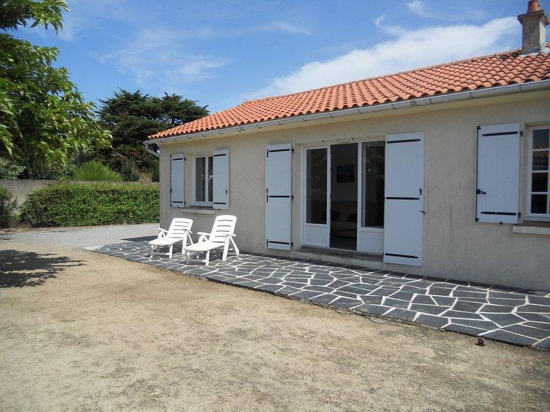Ile de Noirmoutier : Villa sur terrain clos, au calme, holiday rental in Barbatre