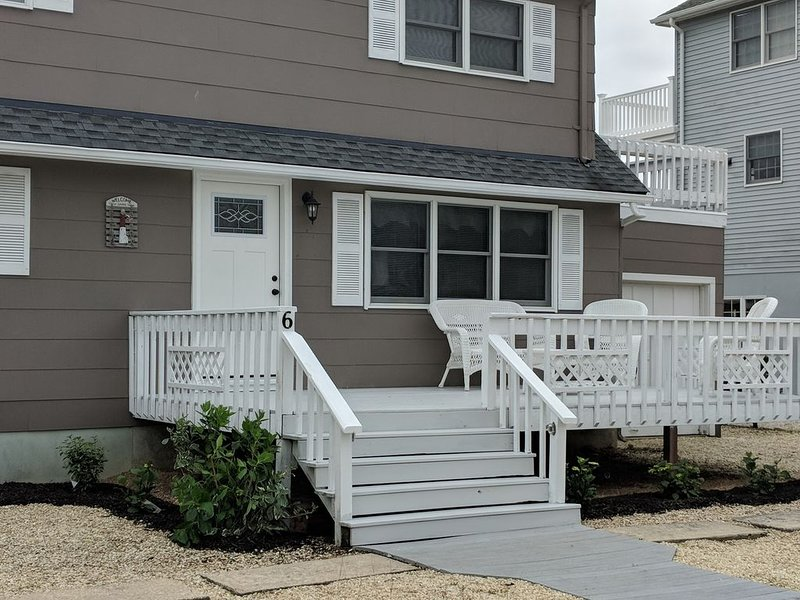 Charming Family Cape- Beach, Bay and Shops A Few Steps Away!, vacation rental in Harvey Cedars
