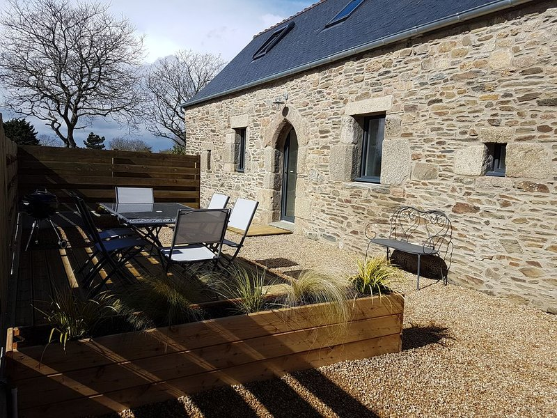 Belle maison en pierre entièrement rénovée, vacation rental in Ploumilliau