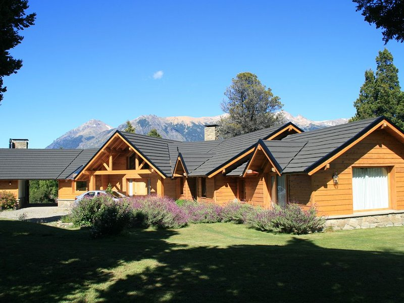Fantastic house in Patagonia, Bariloche - Arelauquen, alquiler de vacaciones en Villa Catedral
