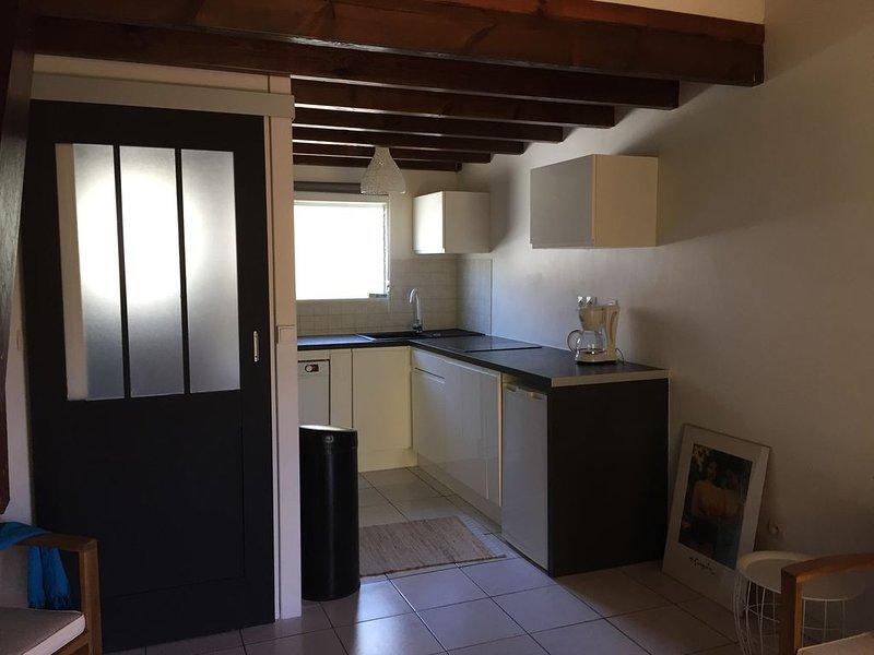 T2 lumineux dans résidence chaleureuse avec piscine, holiday rental in Le Carbet