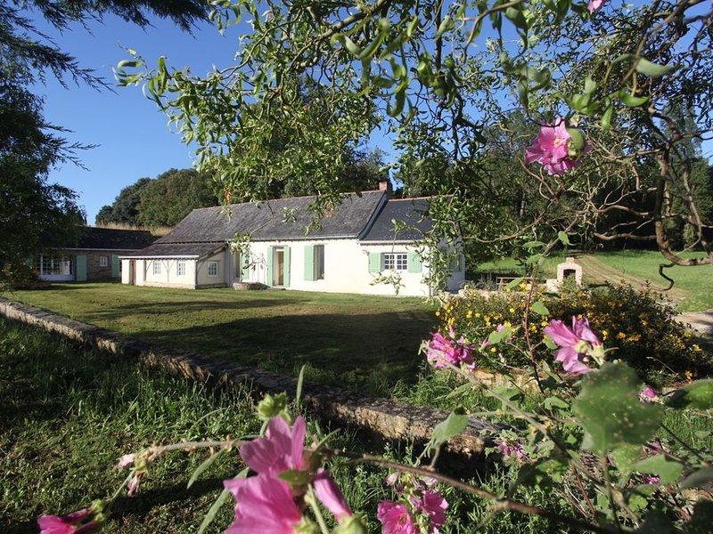 Maison de charme  avec très grands jardins Maine & Loire entre Angers & Saumur, alquiler vacacional en La Bohalle