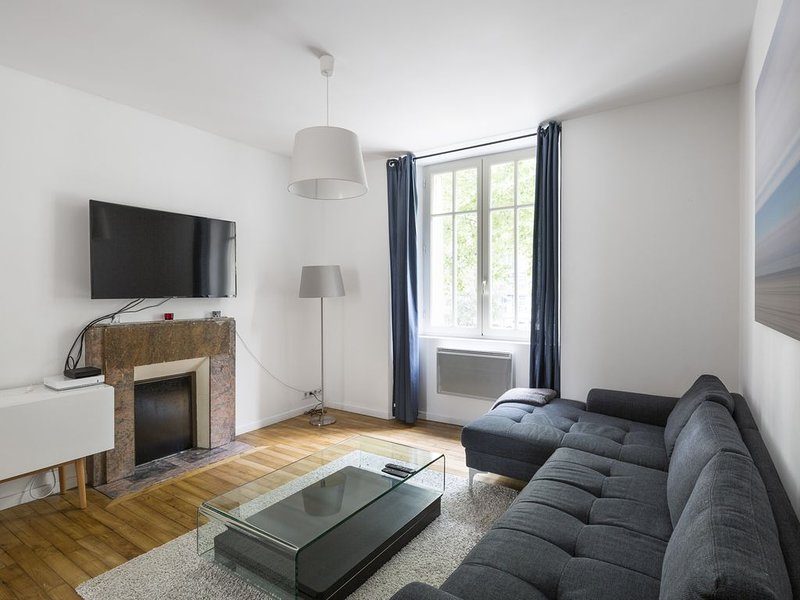 L'Ecrivain - Deux Chambres Appartement, Couchages 4, casa vacanza a Bruz