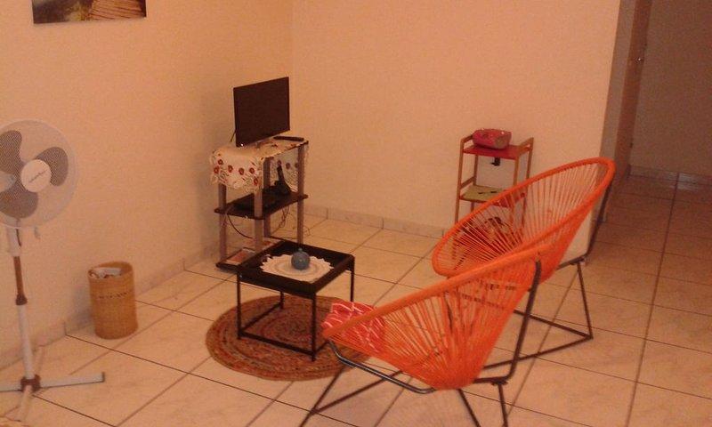 Agréable T3 à l'étage d'une villa. Balcon vue sur mer des Caraibes., location de vacances à Arrondissement of Fort-de-France