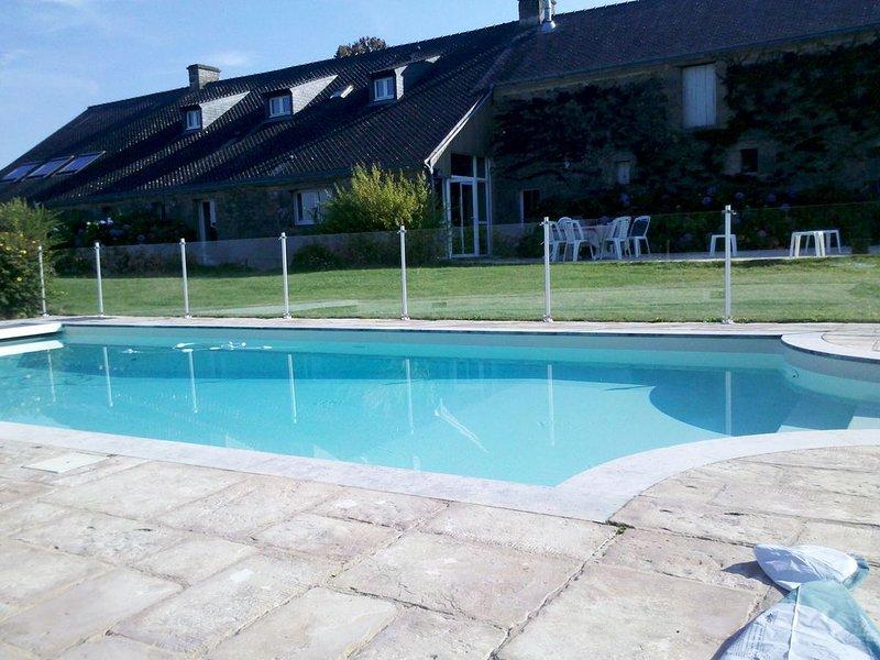 Longère piscine chauffée 11 couchages 5 chambres, alquiler de vacaciones en Sulniac