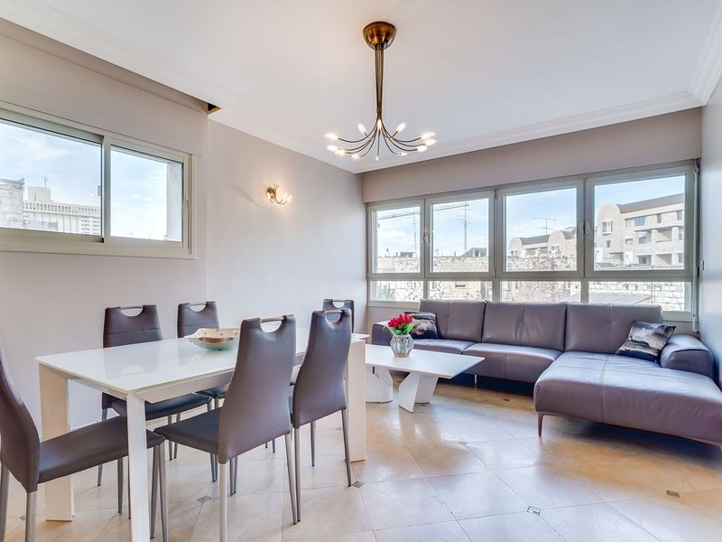 Fabulous Kosher apartment! Fabulous area!, vacation rental in Jerusalem