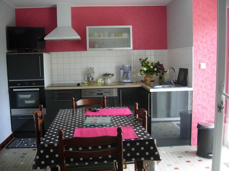 MAISON familiale au calme en campagne, holiday rental in Plesidy