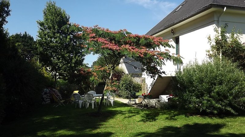 Trois pièces en campagne, 3km bord de mer, jardin arboré, alquiler de vacaciones en Saint-Briac-sur-Mer