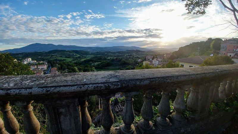 Small town Tuscan living at Casa Delle Campane, Ferienwohnung in Chiusi