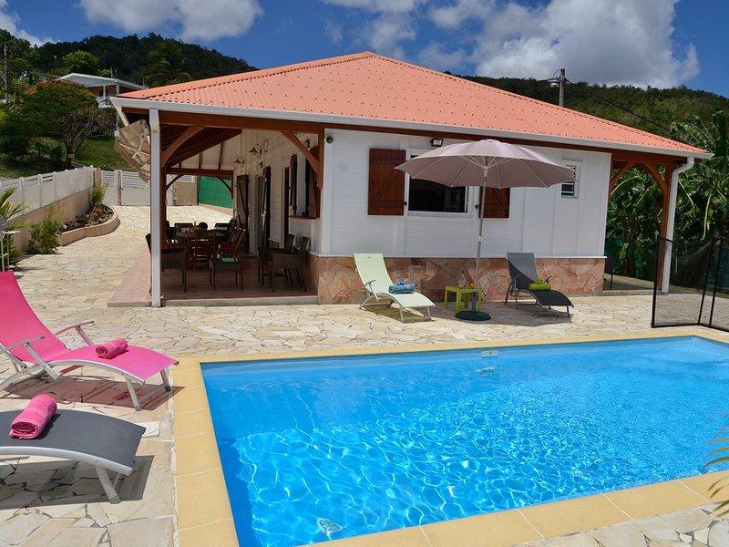 Villa créole tout confort, avec piscine, proche de la plage du Diamant., location de vacances à Le Diamant