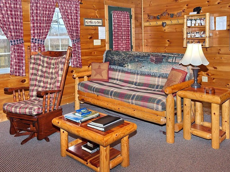 Charming Hocking Hills Cabin In Serene Valley w/Game Room, Close to HH St. Park, location de vacances à Laurelville
