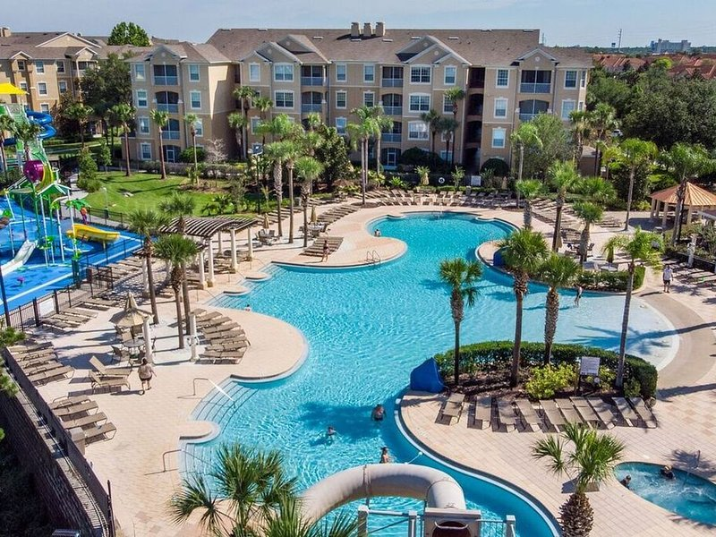 The Perch at Windsor Hills: View of Disney Fireworks. Water Park. Movie Theatre., holiday rental in Four Corners