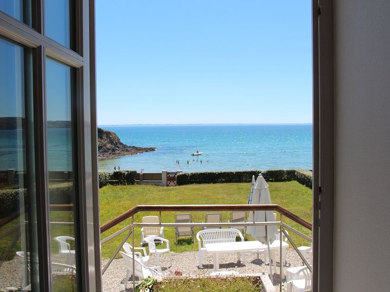 Villa face à la mer, plage de Postolonnec baie de Morgat, charme – semesterbostad i Crozon