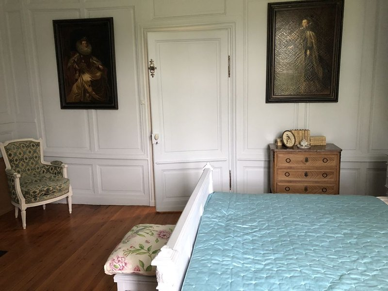 Chambres d'hotes dans un sublime château du 18ème siècle en bordure de riviere, vacation rental in Bacqueville-en-Caux
