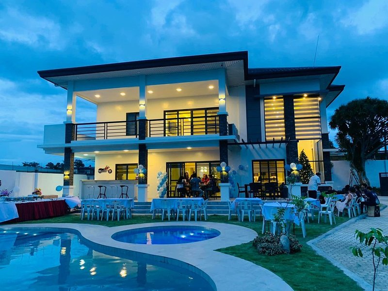 Beautiful NEWLY BUILT 'Casa Grande' Luxury Villa in Davao City, location de vacances à Davao City