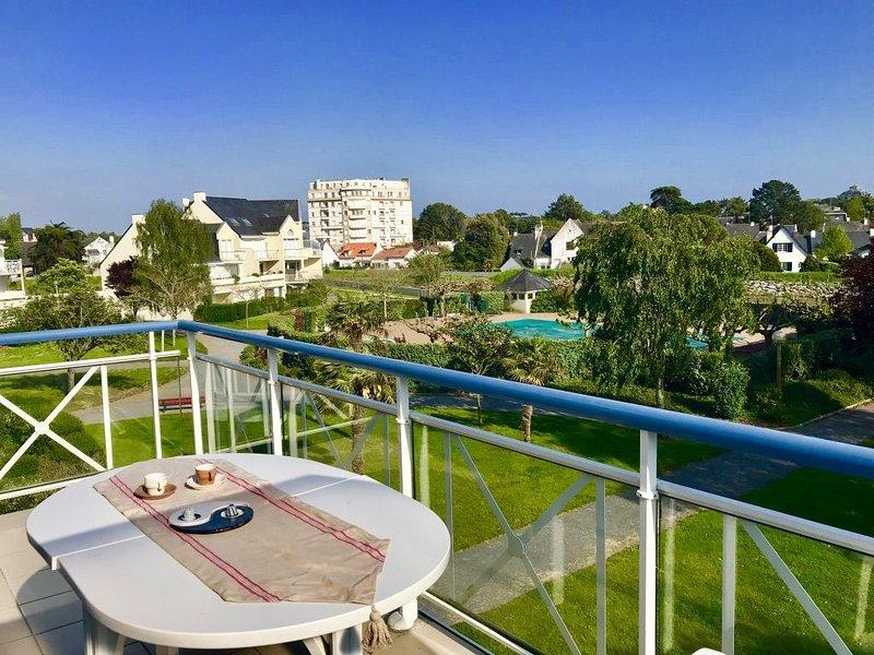 Appartement lumineux T3 à la Baule, avec piscine et proche mer, holiday rental in Saille