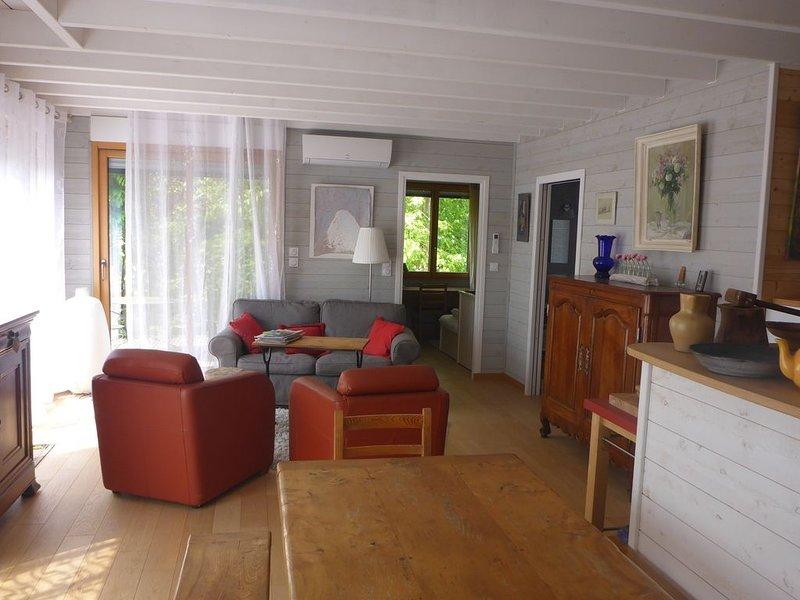 Confortable maison en bois 3* proche village et mer en lisière de la forêt, holiday rental in Jard-sur-Mer