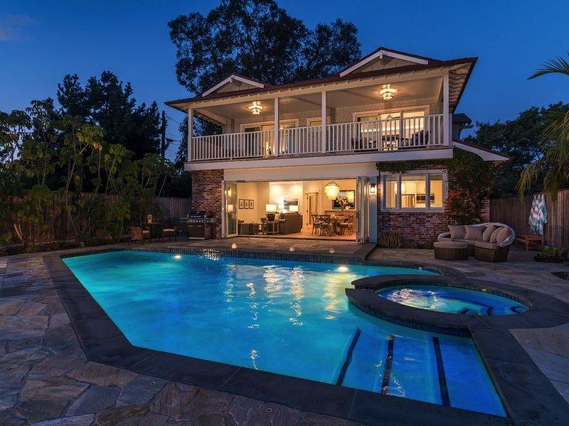 Ocean front home, next to beach access, heated pool and spa, casa vacanza a Goleta
