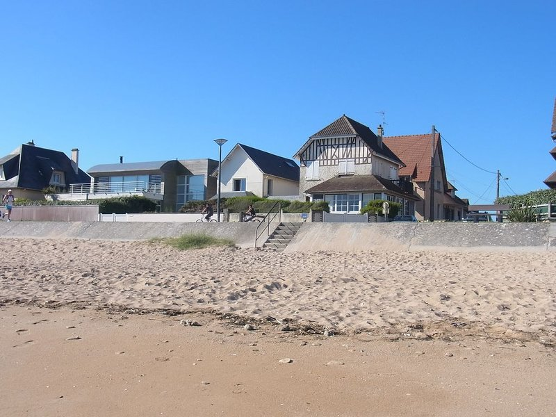 Villa KER ALAIN en front de mer, Ferienwohnung in Benouville