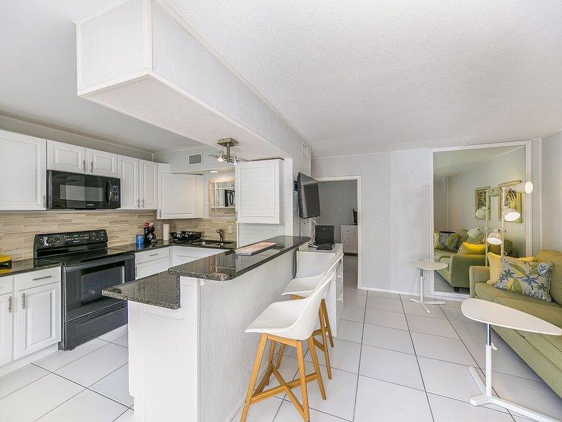 An intercoastal delight with beach access Sept to October 2020 $89 per night, aluguéis de temporada em Siesta Key